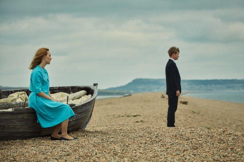 Az a nap a tengerparton (2017) angol film: Vajon mi lehet a baj a friss házasok között? Egy titok...
